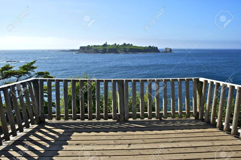 17880462-lighthouse-island-tatoosh-island-viewpoint-cape-flattery-lighthouse 123rf